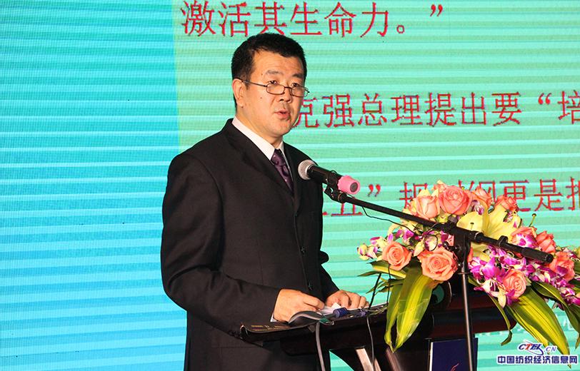 文化部恭王府博物馆副馆长陈晓文作《非遗传承创新与中国文化自信》主题演讲