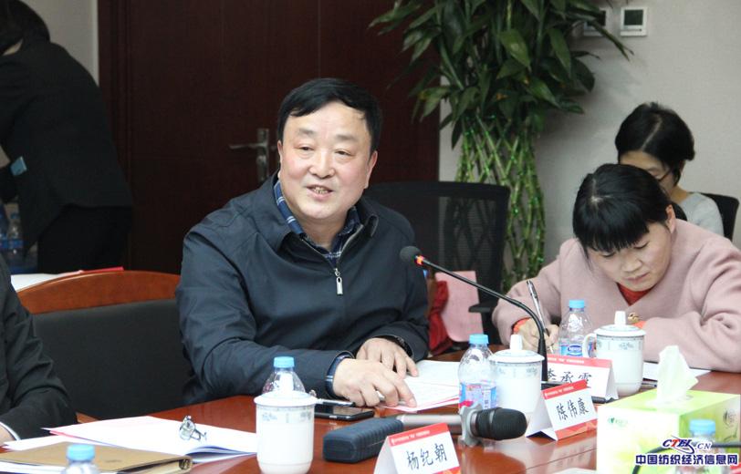 党委副书记兼常务副秘书长陈伟康主持座谈会