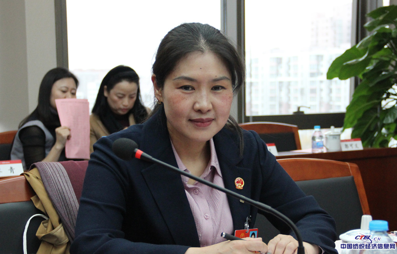全国人大代表,兰州三毛实业股份有限公司纺纱厂细纱工序挡车工范冬云