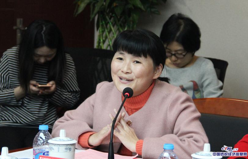 全国人大代表,常州老三集团缝纫操作工李承霞