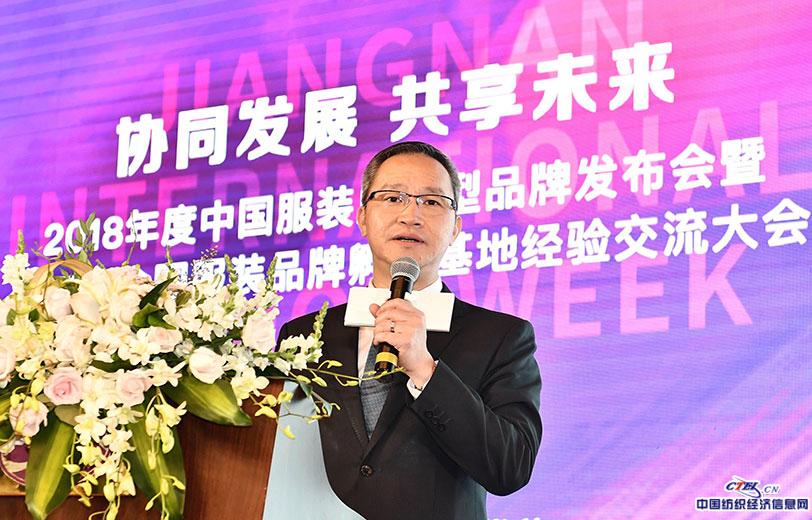 17、广州白马服装市场总经理张劲讲经验