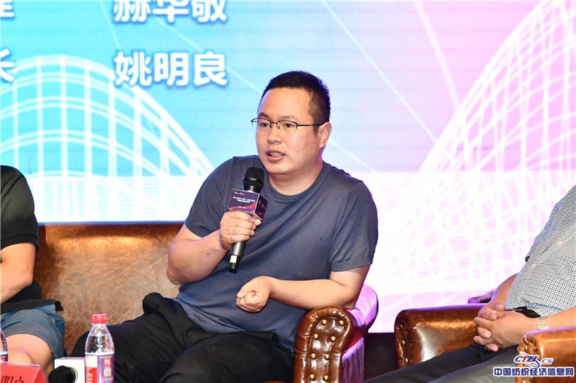 河北清河帕米尔羊绒制品公司总经理赫华敬现场讨论发言